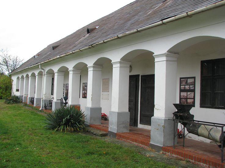 Orbán ház, helytörténeti és néprajzi múzeum (Szilvásvárad) http://www.turabazis.hu/latnivalok_ismerteto_3560 #latnivalo #szilvasvarad #turabazis #hungary #magyarorszag #travel #tura #turista #kirandulas
