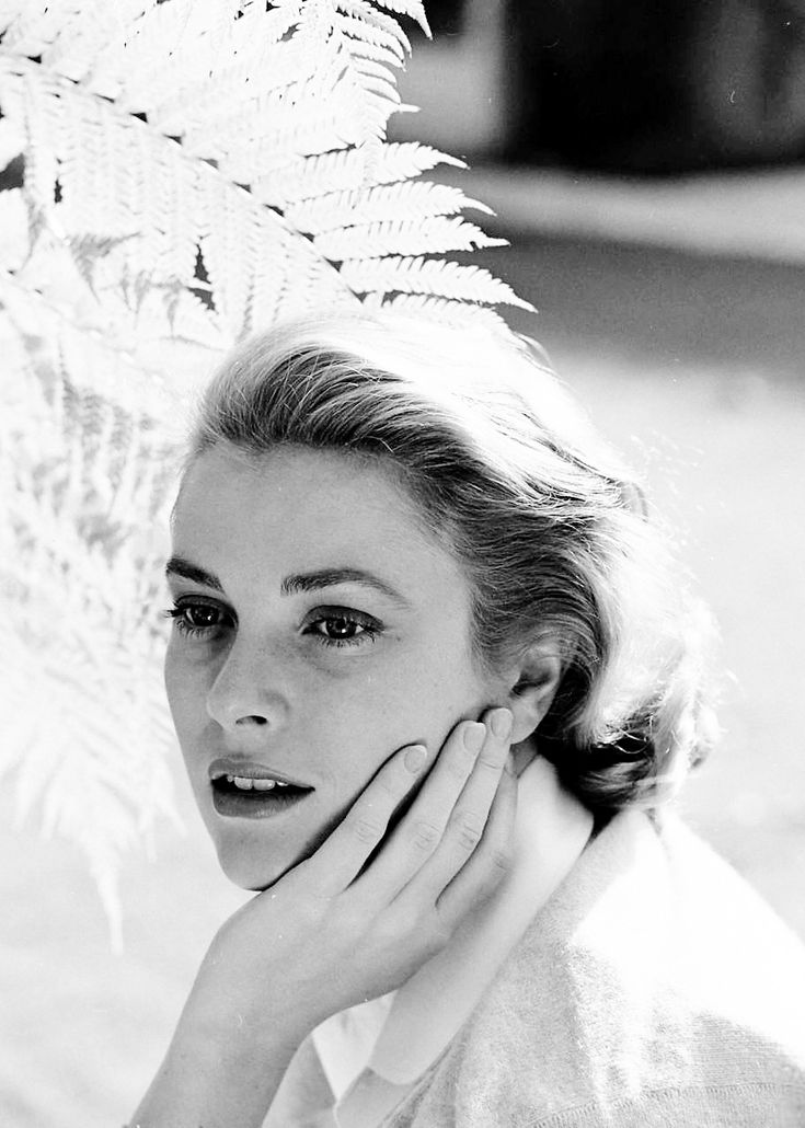 Grace Kelly photographed by Loomis Dean, 1954.