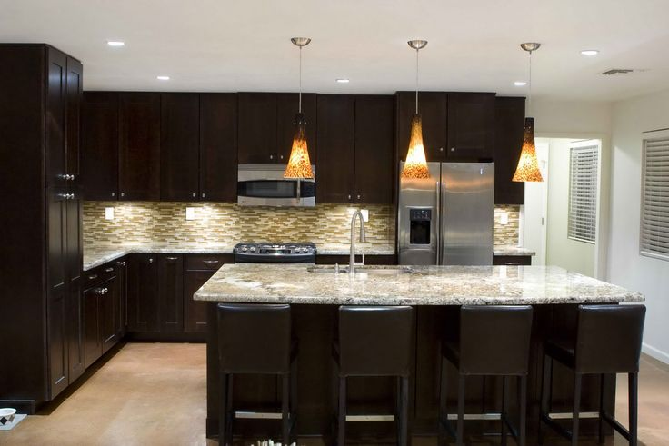 Hanging-Kitchen-Light-Fixtures-For-L-Shaped-Layout-With-Black-Cabinet-And-White-Granite-Countertop-Colors.jpg (1166×778)