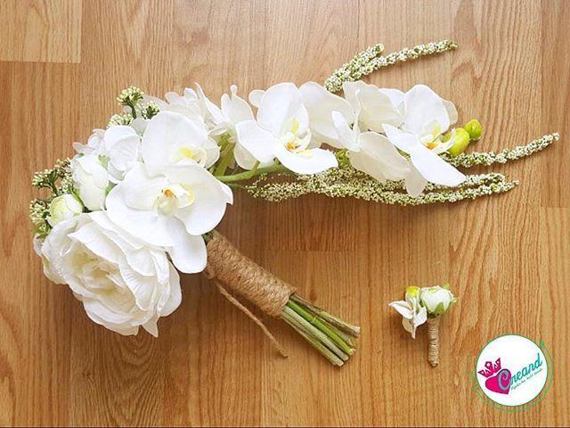Sadelik ve şıklığın birlikteliği ile gelinlerimizin gözdesi orkide buketimiz 😍💕 #etsy #bridalhair #wedding #bride #hairaccesories #weddingbouqet #bouqet #weddinday