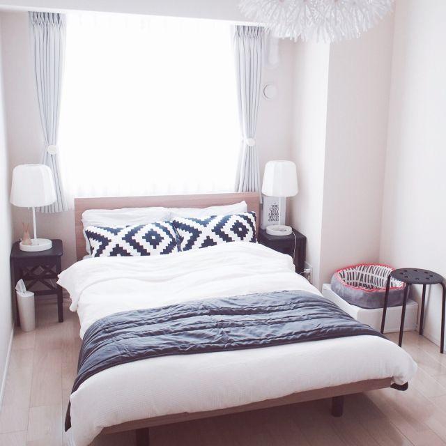 Reikoさんの、Bedroom,照明,IKEA,カーテン,北欧,マンション,モノトーン,北欧インテリア,猫ベッド,IKEA 照明,IKEA スツール,セミダブルベッド,無印良品 ベッド,ねこのいる日常,スツールをサイドテーブルに,ナチュラルモノトーン,猫インテリア,北欧MIXについての部屋写真