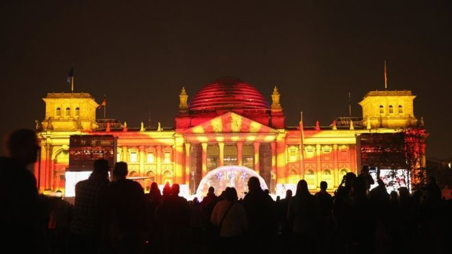 Reichstag lit up for Reunification anniversary -- BBC News - Germany's year: Has it been worrying or wunderbar? http://www.bbc.com/news/business-35160414?post_id=1026064130745074_1144806682204151