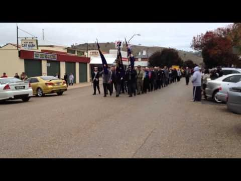Anzac Day March in Gundagai (Apr 2012)
