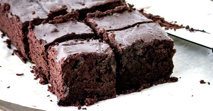 Cette recette de brownie sans farine est devenue l'une de mes favorites au cours des derniers mois. Honnêtement, je ne peux même pas vous dire combien de fois je l'ai faite. Ces brownies sans farine au chocolat sont délicieusement riches et décadents et sont faitsavec des ingrédients nourrissants et sont trèsfaciles à faire. Je lesconsidère …
