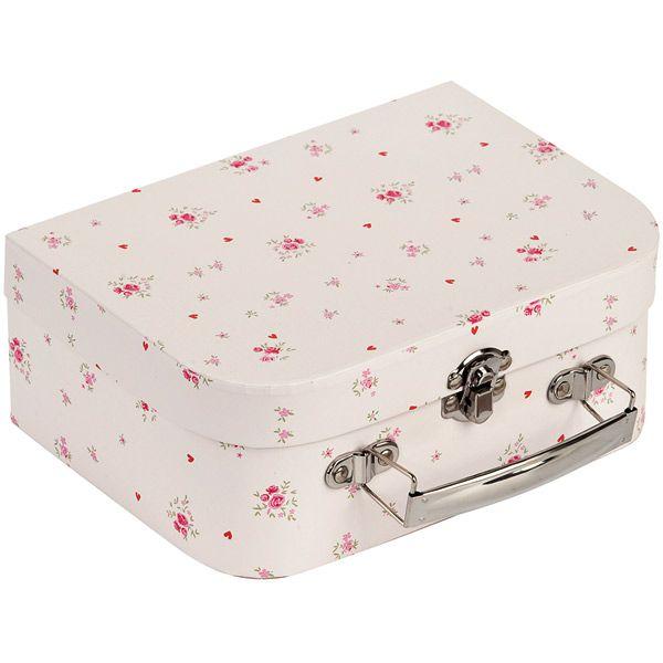 Een leuk Petit Bateau koffertje voor je kindje om spulletjes in op te bergen en mee te nemen in de auto of bij logeren. Zo heeft jouw kindje altijd zijn favoriete speeltjes bij zich in dit Petit Bateau koffertje. Hij is verkrijgbaar in blauw en roze.