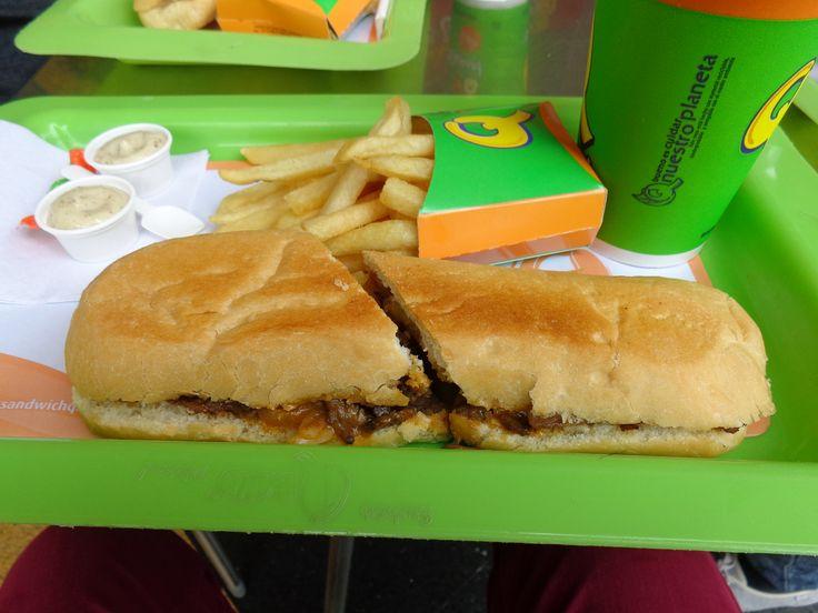 Sandwich Philadelphia (Carne de Res, Queso Cheddar, Salsa de la Casa, Asadas, Cebolla) @ Qbano Sandwich Palmira @ Llanogrande Plaza