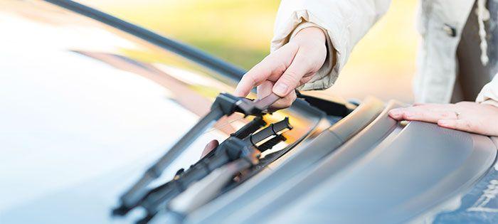 Vinterhalvårets körning sliter. Den största boven är vägsaltet som kan orsaka lack- och rostskador. Ilo Dufva lär dig hur du förbereder din bil inför våren.