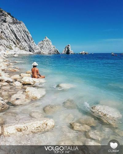 Viaggi: #Spiaggia delle Due #Sorelle Sirolo Marche  Foto d... (volgoitalia) (link: http://ift.tt/2cbj0ZO )