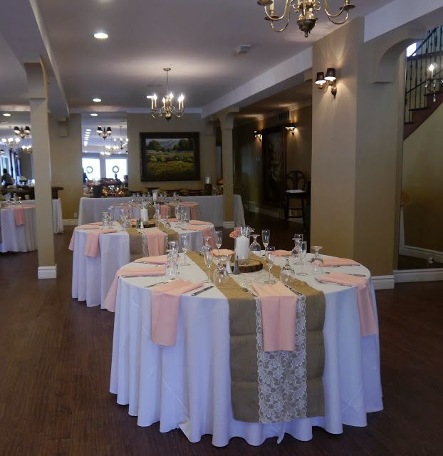 Table setting with tiffany blue napkins