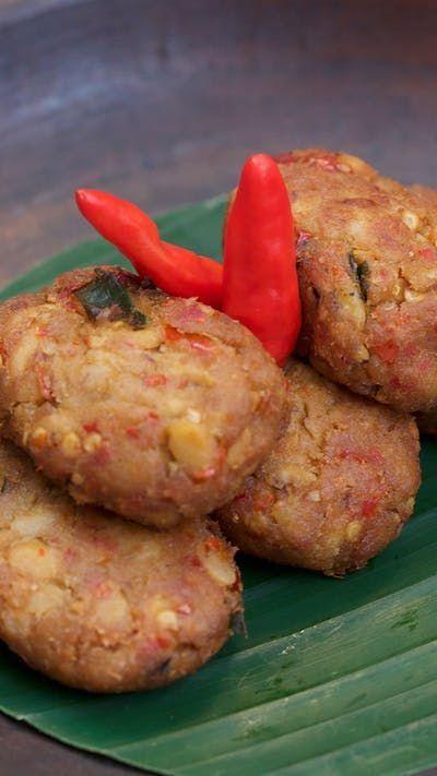 Mendol adalah gorengan khas Jawa Timur yang berwarna kehitam-hitaman karena dibuat dari bahan tempe kedelai yang sudah agak basi (baca: tempe bosok) dan dicampur dengan tempe segar yang ditumbuk halus, dibumbui, dibentuk lonjong memanjang lalu kemudian digoreng.