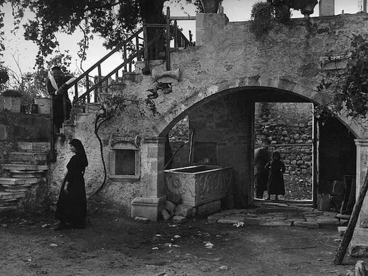 Inside a cretan house yard 1919