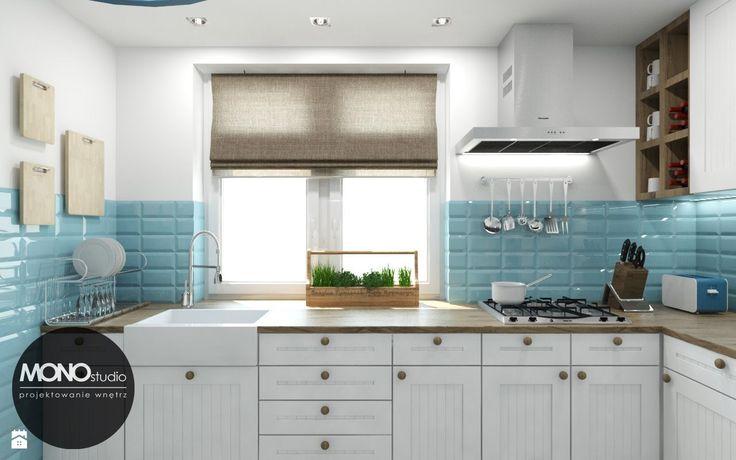 Aranżacja białej kuchni z błękitnymi dodatkami