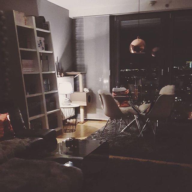 Das war's auch schon leider wieder mit dem Wochenende, wünsche ruch allen eine Gute Nacht  #weekends #weekendsover #sleeptimenow #myhome #instahome #instalike #pretty_home #prettyhome #homeinterior #homeinterior4you #homeinspiration #interior #interiør #interiordesign #interiorlover #interior4all #deco #decolove #dekorasjon #copper #kupfer #kupferliebe #ikea #moemax #hmhome #depot #vienna #myview #picoftheday #photooftheday