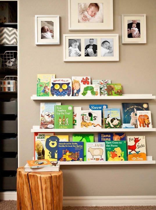 Den Look kriegst du ganz einfach mit IKEAs Bilderleiste Mosslanda hin.
