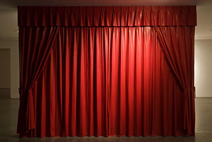 cortinas rojas para hotel