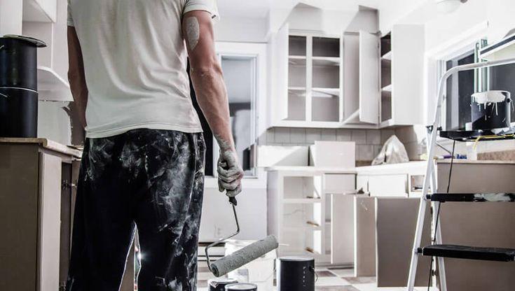 Καμιά φορά δεν είναι εύκολο να πάρετε τις σωστές αποφάσεις όταν πρέπει να αποφασίσετε για την ανακαίνιση κουζίνας. Οι κύριοι προβληματισμοί αφορούν το είδος του ξύλου, το χρώμα, την πλήρη ή μερική επικάλυψη των πορτών στα ντουλάπια κουζίνας, τους κρυφούς ή εκτεθ�