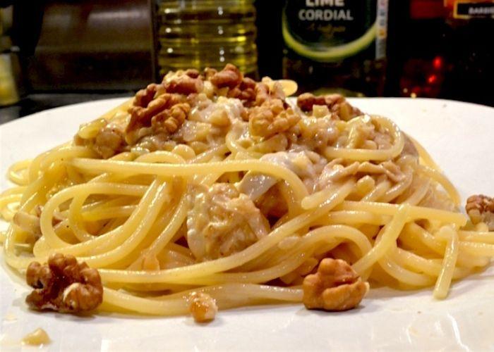 8: Carbonara finta con cipolle, noci e pere