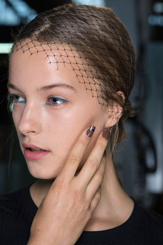Philip Lim SS16 backtage Brown nails red liner beauty model