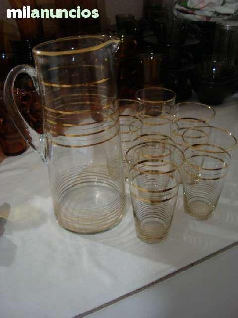 Antiguo juego de jarra+6 vasos de cristal con perfiles dorados. Perfecto estado. Años 60.
