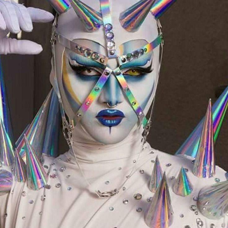 Intergalactic goddess @lorisqueen #dragqueen #drag #outerspace #makeup #alien
