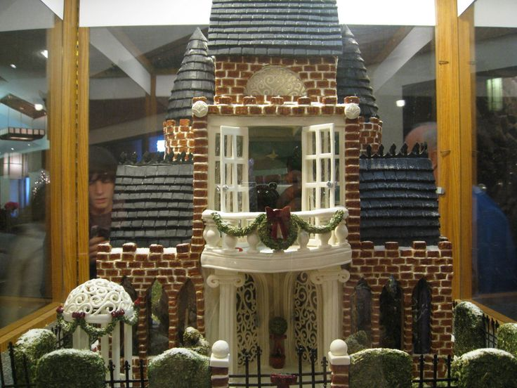 Gingerbread house complete with 'iron' fence and gazebo. :o