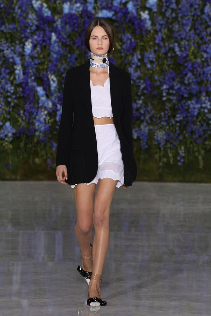 Dior desfila verão 2016 suave e impactante na semana de moda de Paris
