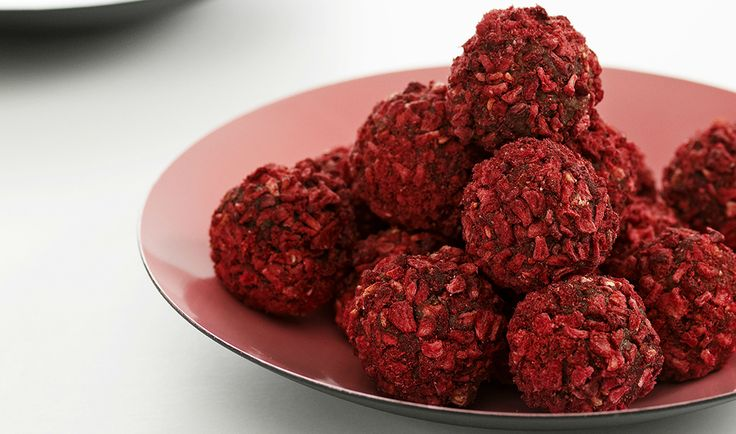 Milk Chocolate Truffles with LIQUORICE and Raspberry - Liquorice by Johan Bülow