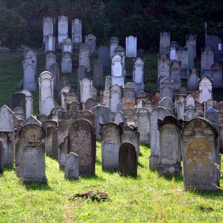 Archívum 44: Tokaj 2009. #hungary #autumn #tokaj #photoofday #cemetery #graveyard #lights #memories #nofilter #mik