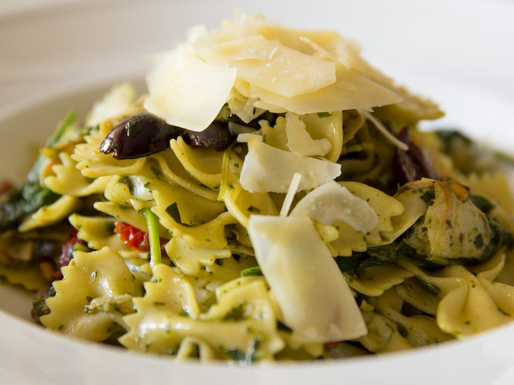 Farfalle #Pasta with basil pesto, sun-dried tomatoes, spinach, artichoke hearts, and Kalamata olives