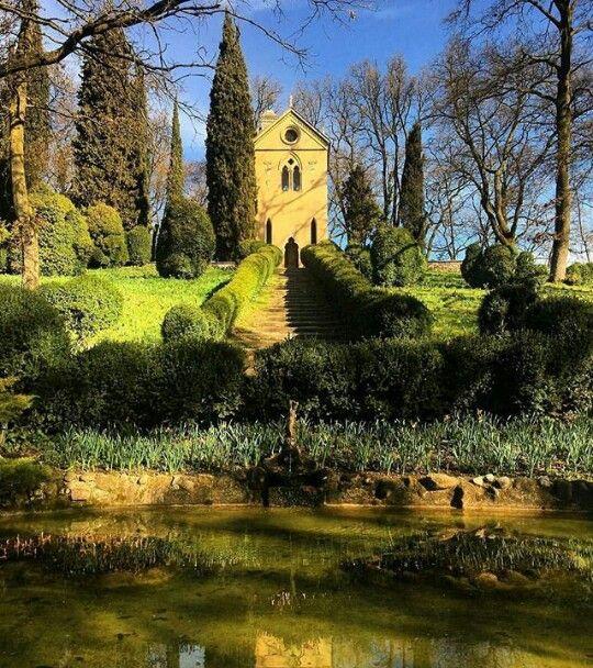 Parco giardino Sigurtà, Valeggio sul Mincio (Verona, Italia). È un parco naturalistico di 60 ettari, vincitore del secondo premio di Parco Più Bello d'Europa 2015 e di Parco Più Bello d'Italianel 2013.