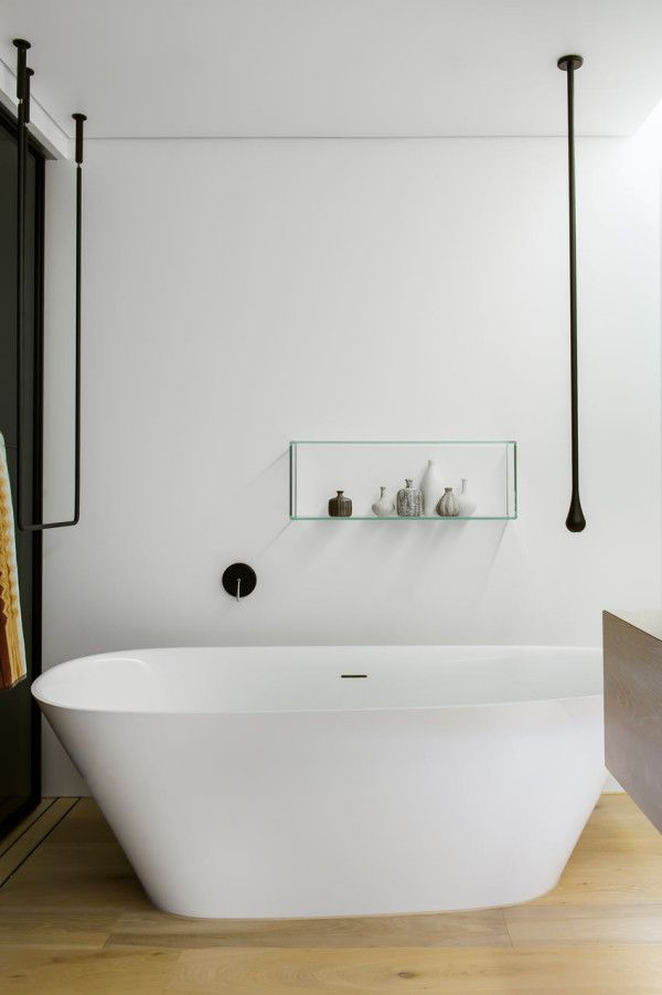 A FRESH & MODERN BATHROOM YOU'LL NEVER WANT TO LEAVE