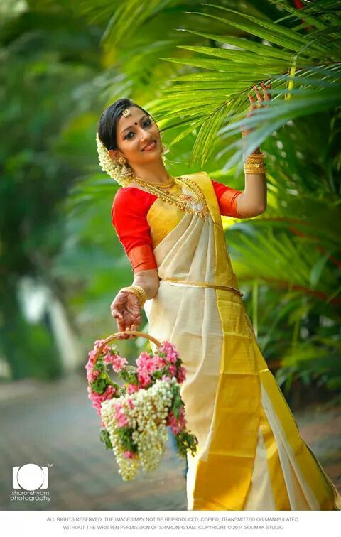 Indian wedding photography. Bridal photo shoot ideas. Traditional Southern Indian Malayali bride wearing bridal silk saree, jewellery and hairstyle. #IndianBridalMakeup #IndianBridalFashion