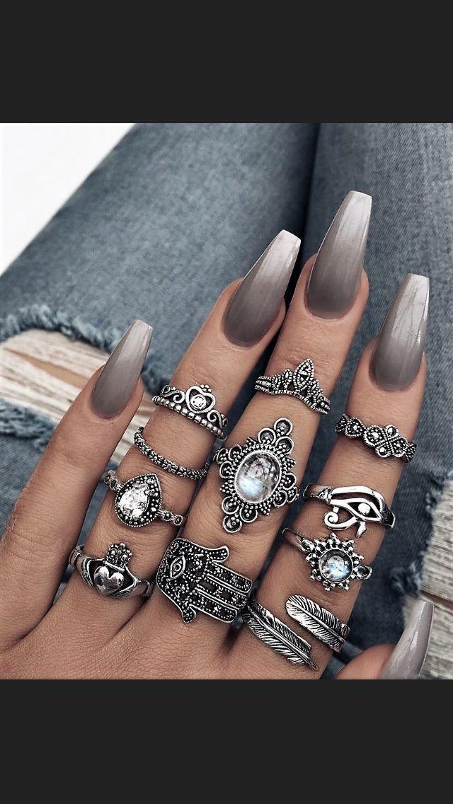 Diese sind wunderschön! Die Ringe und Nägel! Für mehr @harisjenner #aharisjen