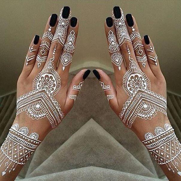 Henna Tattoos For Women Hindu Hand Tattoo Ideas Tradition Indianb New Tattoo Models Henna Tattoo Designs White Henna Tattoo White Henna Designs