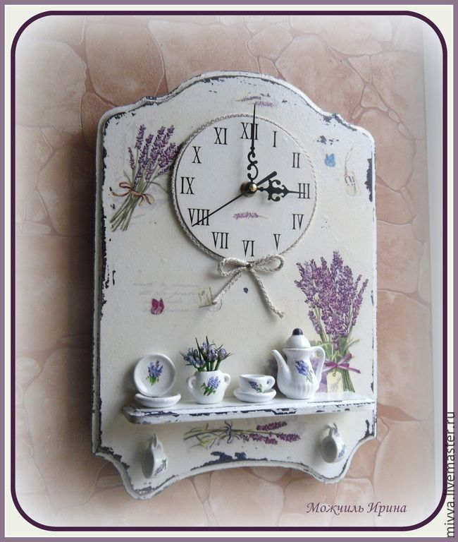 """Купить Часы панно с полочкой """"Лаванда (миниатюрное чаепитие-3). - белый, лавандовый, лаванда"""