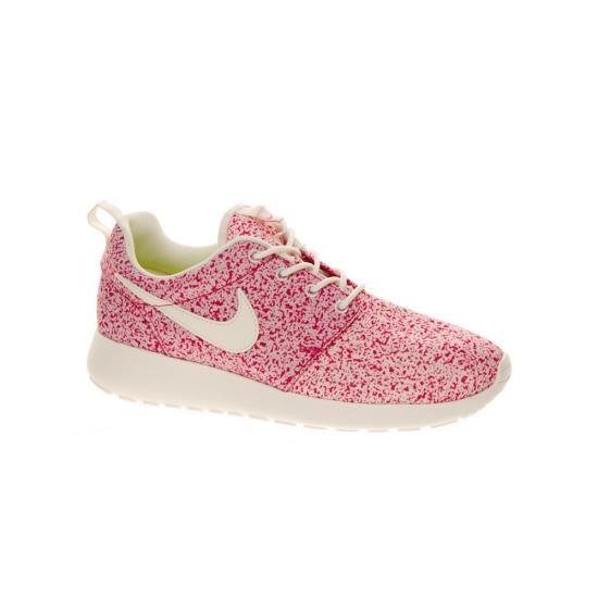 Found on #OhLike: #Nike #Pink #Rosherun #Trainers