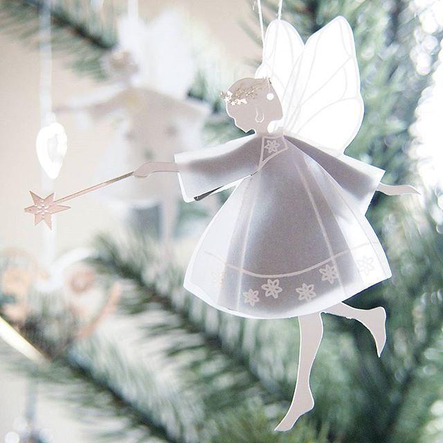 Happy third Advent, IG friends ❤ Glædelig 3. søndag i advent ✨  Jeg fandt dejlige feer i  min juletræet  クリスマスツリーを飾りました #jegstudererdansk #mychristmastree #happyadvent #christmastree #juletræet #jettefrölich #jettefrölichdesign #fe #feer #fairly  #angel #engel #christmastime #christmas #jul #Scandinaviadesign #クリスマス #クリスマスツリー #オーナメント #北欧デザイン #北欧住宅 #北欧インテリア #スウェーデンハウス