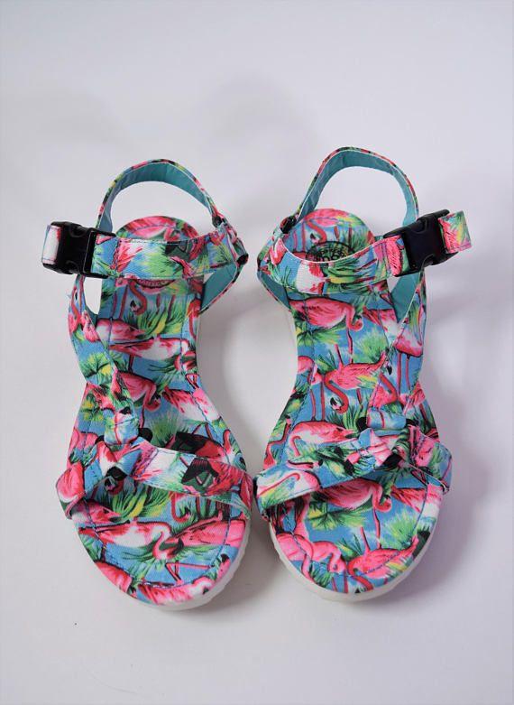crocs Mujeres Freesail Summer Fun Clog Mule, Flamingo, 5 M US