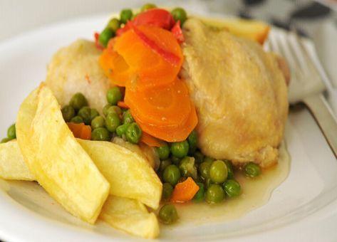 Acá esta la preparación paso a paso de un delicioso Pollo Arvejado estilo chileno.