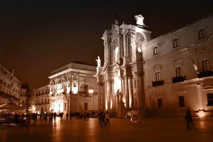 piazza del duomo di notte - Syracusa