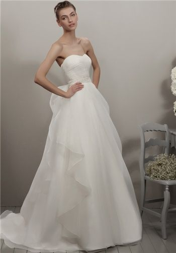 Organza strapless A-line wedding gown with sweetheart neckline | 117-Garay form Adriana Alier