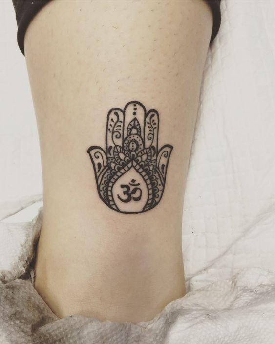 Pin diesen Beitrag und besuchen Sie die Website. #yoga #yogatattoo #tattoos #tattooideas
