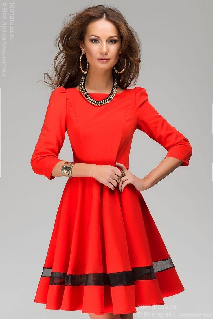 Описание красного платья
