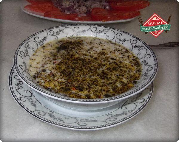 Yoğurtlu Mantı çorbası Tarifi - Pratik Yemek Tarifleri. Gurme resimli kolay pratik Yoğurtlu Mantı çorbası Tarifi nasıl yapılır yapılışı yapımı hazırlanışı