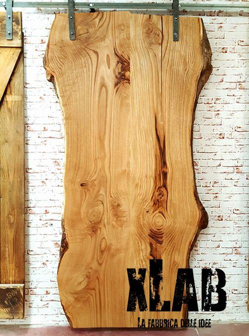 Nuova porta scorrevole Woody costruita con asse di legno massello taglio tronco naturale come foto  Pezzo unico in vendita adesso, arreda la tua casa con le porte Xlab originali introvabili.  Misura: L 110 H230 cm -
