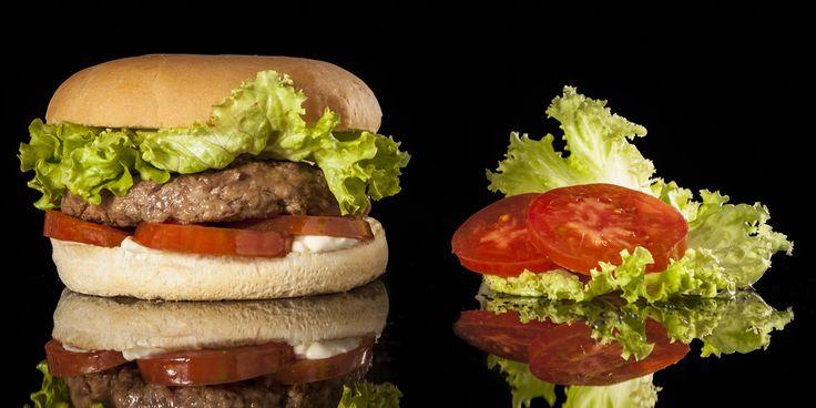 CLASSIC - Hamburger Gourmet 200 grammi di hamburger di scottona cotto alla griglia con mayonese di casa, insalata gentile e pomodoro