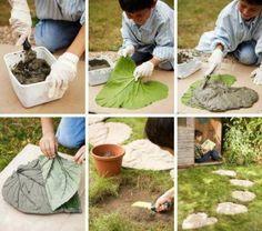 Zelf te maken stapstenen. Kies verschillende bladeren van Groot Hoefblad. Leg de bladeren met de nerf naar je toe op een ondergrond van zand. Maak een mengsel van zand, cement en water. Bedek het blad met een laag specie van 3 tot 5 cm dik. Dek je stapstenen luchtig af met plastic zodat het cement langzaam droogt en goed kan uitharden. Dit duurt ongeveer 3 tot 5 dagen. Wil je mooie bloeiende tuinborders langs je nieuwe pad aanleggen? Kijk eens op www.tuinverrassing.nl