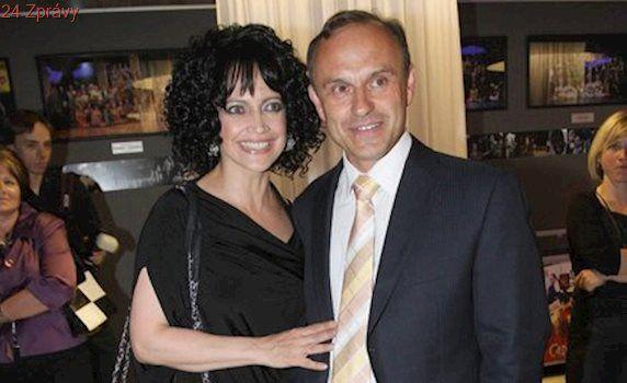 Snubní prsten zabalený v čokoládě: Lucie Bílá se raduje ze žádosti o ruku!