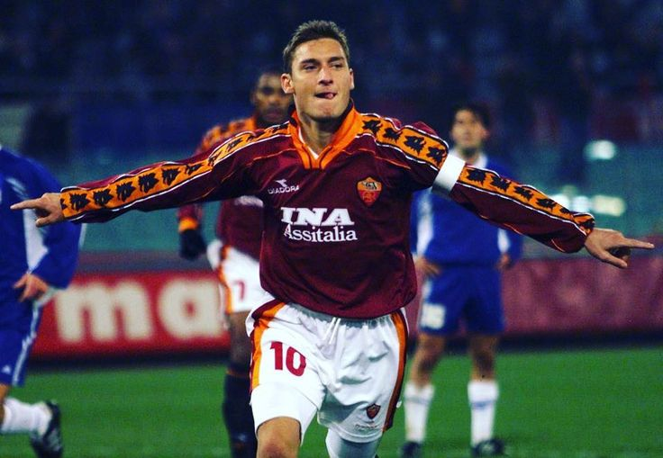 What a legend this guy is  #totti #francescototti #asroma #roma #footballshirtcollective