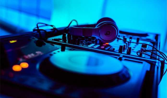Searching for the best DJ Headphone? Take a look for while buying best DJ Headphones and then buy the best headphones for DJ from amazon.
